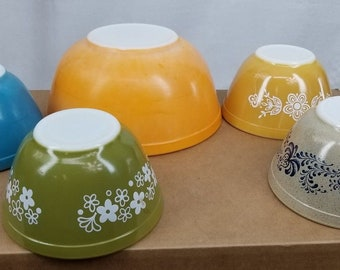 Vintage PYREX Lot 5 Bowls #401 and #403