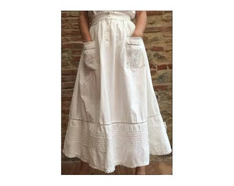 1970s Hippie white embroideries cotton MIDI lengh SKIRT // size M // Made in India