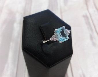 Ring with topaz, blue topaz ring, blue topaz, topaz, white gold ring, white gold
