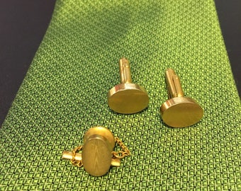 """ANSON Gold tone rippled cuff links with matching tie bar. Measures 5/8"""" oval."""