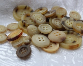 Button Assortment - Tortoiseshell - Horn - 30g - Mix for Card Making, Scrap-booking, Crafting, Decorations
