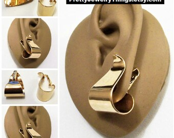 Avon Wide Wave Hoop Clip On Earrings Gold Tone Vintage 1970s Smooth Curves Curls