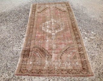 "8'9"" X 4'2"" Naturally distressed Antique Oushak Rug, Muted color rug, Faded pale rug, distressed area rug, medallion, rug 035"