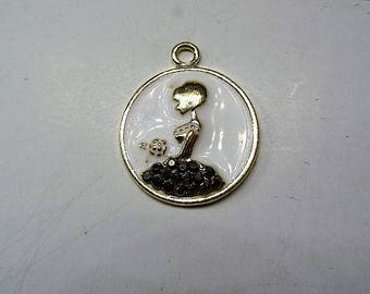 25mm Girl with flowers Charm, Charms, 2CT. Y62