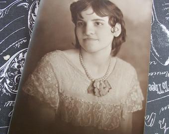 Original 1930's Photo of a Teenage Girl.