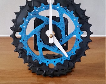 chain ring and gear desk clock blue and black