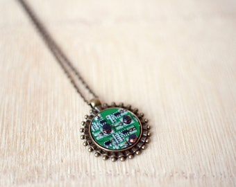 BeautIT computer part necklace | Cool pendant necklace | Geeky jewelry for him | upcycled computer parts