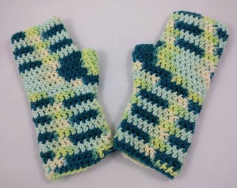 Ladies crochet fingerless gloves/ mitts