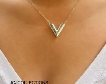 Hammered V Necklace / Chevron Necklace