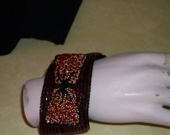 Bracelet 'Pretty bow' embroidered luneville