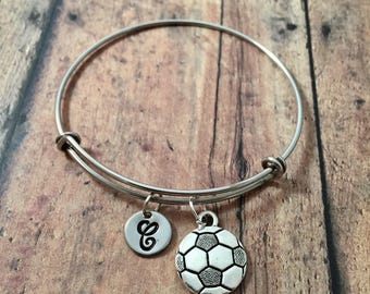 Soccer ball initial bangle - soccer jewelry, sports jewelry, soccer player gift, silver soccer ball bracelet, soccer team jewelry