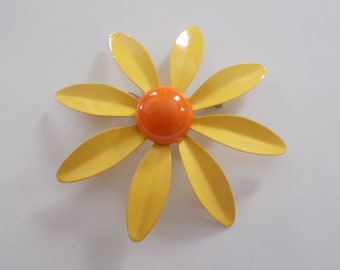 Brooch/Pin Vintage Yellow and Orange Daisy flower  J635