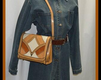 Elegant and Stylish 1970s Leather Shoulder Bag Purse