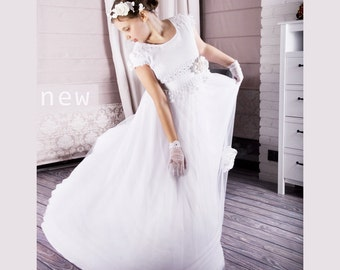 First Holy Communion dress in white, with very delicate lace, chiffon and tulle with flower, Communion dress in the Empire style