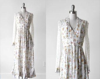70's prairie dress. 1970's white lace dress. gunne sax. small maxi. 70 boho dress. floral.