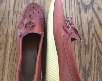 Adorable women's vintage 1970's/80's Bass brand leather boho loafers. Size 6-6.5