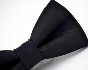 Mens Bow Tie in Black, Black Formal Bow Tie, Thick Suiting Material, Groom Bow Tie, Groomsmen Bow Tie, Wedding Bow Tie