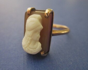Antique 10kt Gold Carved Stone Cameo Ring