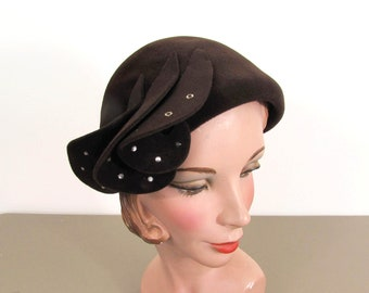 1940s Brown Velour Hat with side Twists & rhinestones by Carson Pirie Scott Co, Chicago