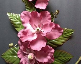 "24"" Magnolia wall decoration"