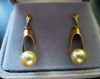 1960's 14K Gold earrings with cultured pearls