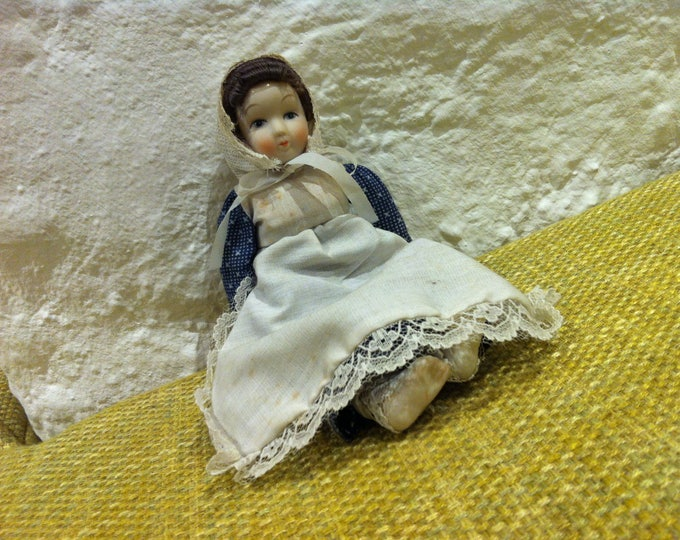 Vintage porcelain doll / fabric body