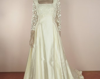 80's Vintage Wedding Dress with Train -  Elegant ivory wedding dress from the 1980s – A-line  bridal gown -