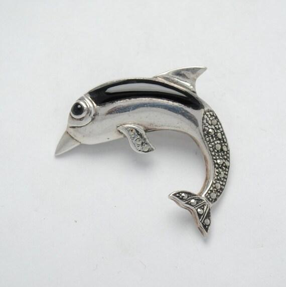 Broche dauphin en onyx marcassite et argent