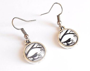 Earrings cabochon birds black and white
