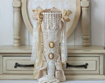 Vintage Style , Bouquet Holder , Tussie Mussie , Flower Holder , Crochet Wall Hanging , Victorian Decor , Unique Home Decor , Unique Gifts