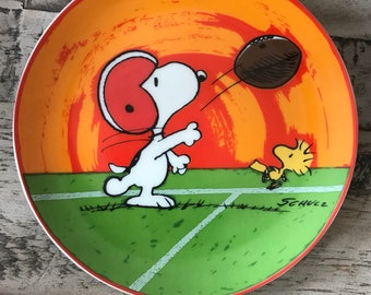 Limited edition schmid peanuts, peanuts decorative plate, snoopy, Woodstock, Charlie Brown, peanuts, football, world's greatest athlete.