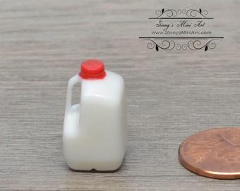 1:12 *Dollhouse Miniature Gallon Jug Milk/ Miniature Food AZ FA40022