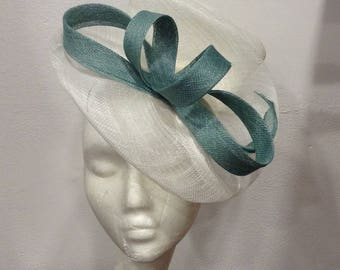 Hat green and off white wedding opaline, shaped double scrolls