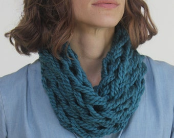 Short Cowl Scarf / Thunder /Arm Knitted