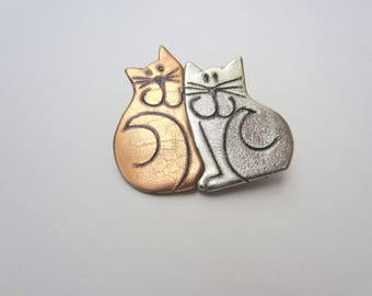 Two Cats Cat duo pin Brooch in silver and gold