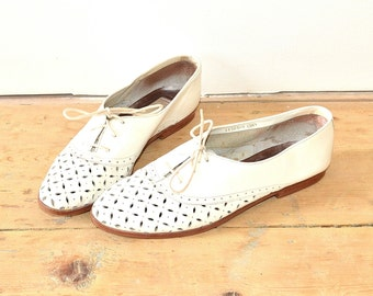 Huaraches - 80s White Flats - Vintage Boho Southwestern Shoes