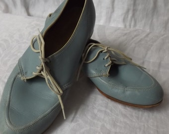 Vintage Powder Blue bowling shoes with white laces accents size 6B