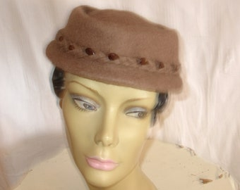 Vintage Elegant Henry Pollak Mauve-ish/Brown Wool Vintage Hat with Brown Bead Detail around Brim