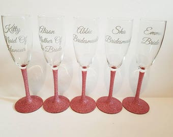 Beautiful glitter glasses for your bridal party available in colour of choice.