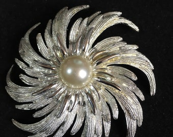 Sarah Cov Brooch Vintage Stunning  Statement Piece Faux  Pearl Silvertone - Bridal/Ascot etc