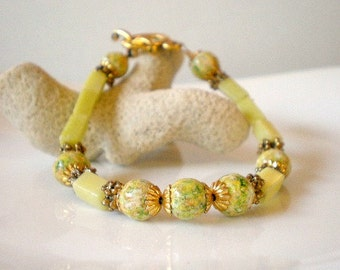 Hand Painted Lime Green and Daisy Flower Beads Bracelet, Wood Beads and Rectangular Lime Yellow Stone Beads Bracelet, Summer Bangle