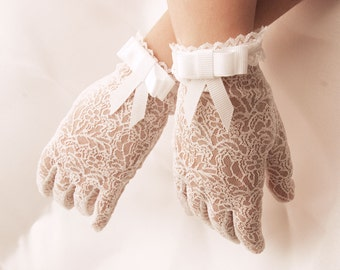 communionn gloves-gloves for first holy communion-gloves fist communion in white or ivory-very delicate gloves in lace with ribon and bow
