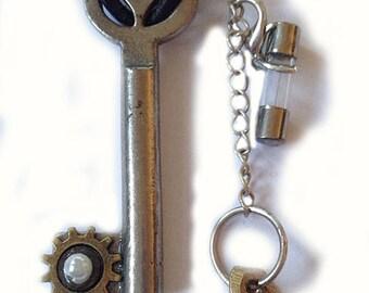 steampunk key Schlüssel pendant necklace bell of the fool