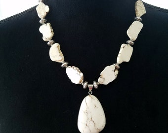 White Turquoise Magnesite Necklace, Southwestern Necklace, Beaded Necklace, Natural Stone, Boho Necklace, Necklaces , Jewelry, White