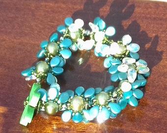 Beaded bracelet with flower petal design