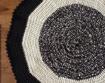 Inside crocheted mat, play mat, round rug