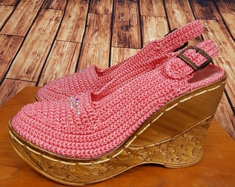 70s beautifull unworn crochet wedges, size 3.