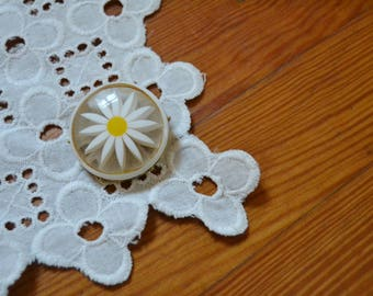 Vintage Large Daisy Circle Brooch