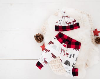 Christmas Winter Baby Boy Coming Home Outfit Pants and Knot Top Hat: Buffalo Plaid Bear and Deer; baby shower; baby clothing