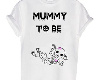 mummy to be little girl Halloween printed T-shirt